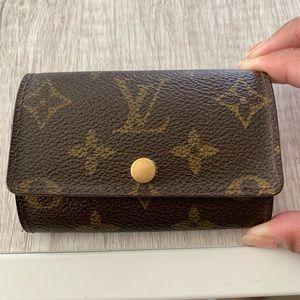Louis Vuitton 6 ring key pouch